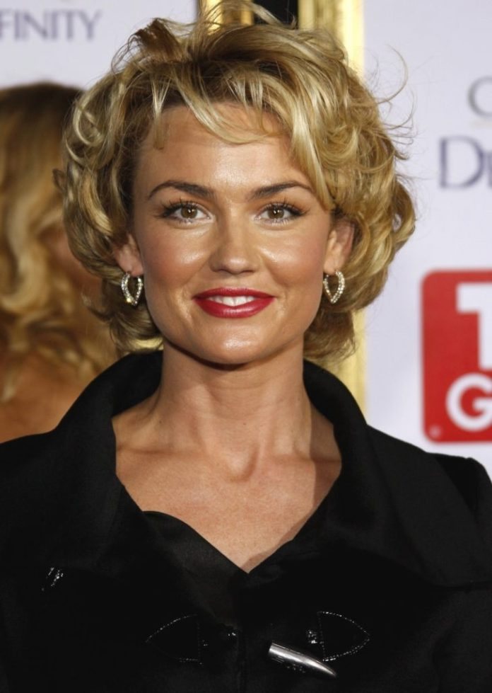 Short Wavy Hairstyle for Older Women