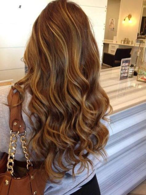 Soft Wavy Hair with Caramel Highlights