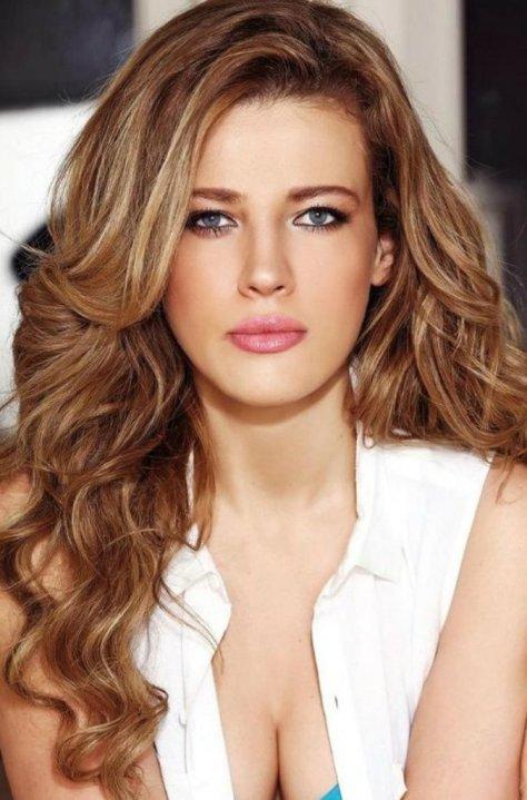 Skin Tone Highlights For Medium Hairstyles