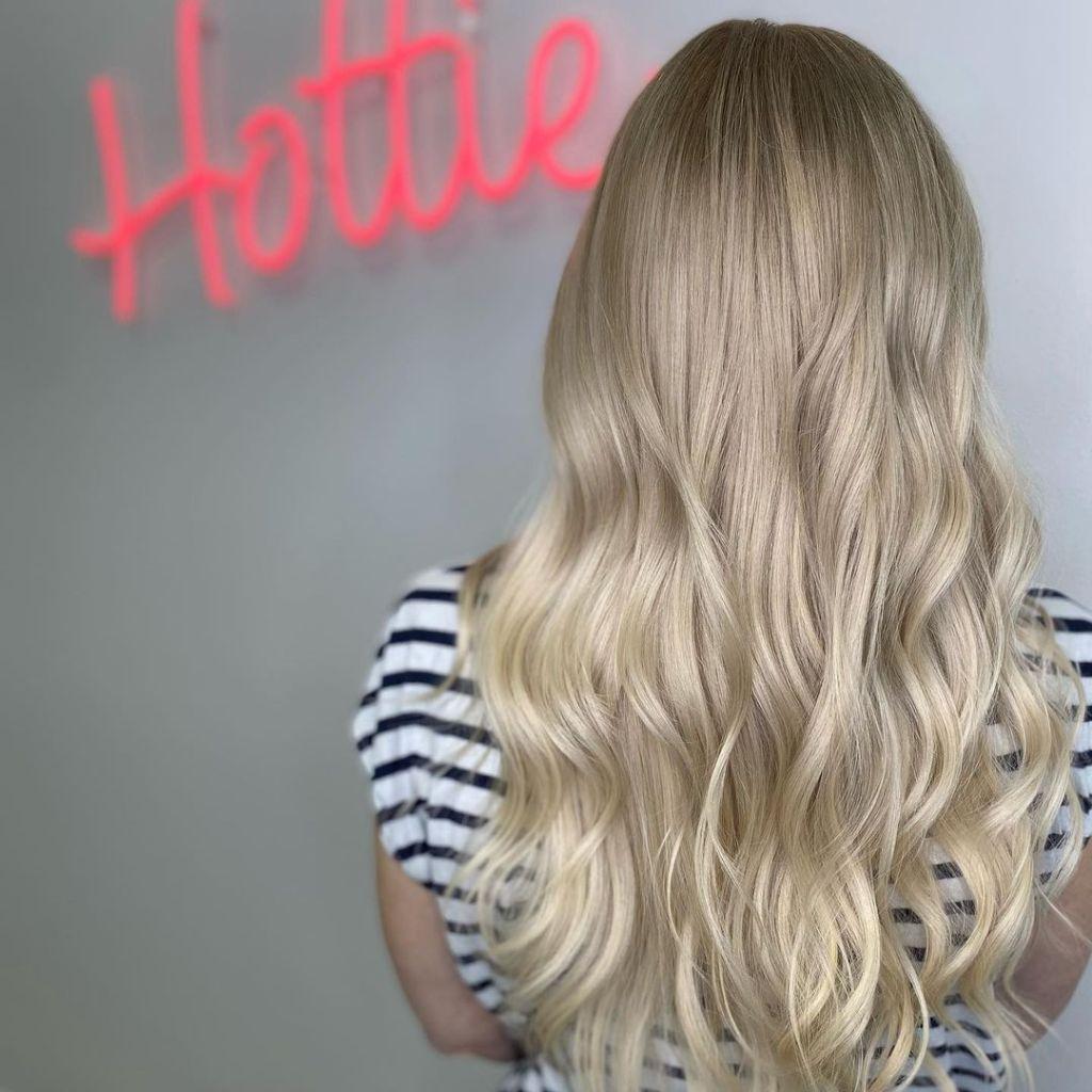 Long Blonde Hair Style Women 1