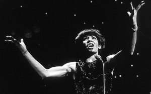 Why Shirley Bassey is horrified by today's pop stars – Telegraph