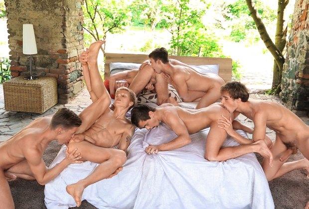 Freshmen #113: Xmas Bareback Orgy Preview