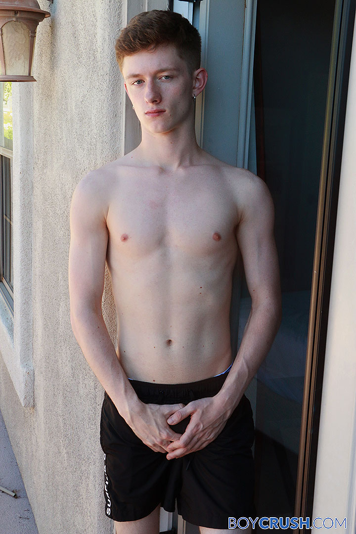 Bisexual Boy Felix Maze Solo