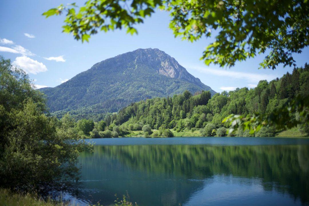 Lescheraine et son lac dans les Bauges