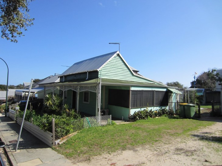 Perth-weatherboard-renovation-before-after-House-Nerd (1)