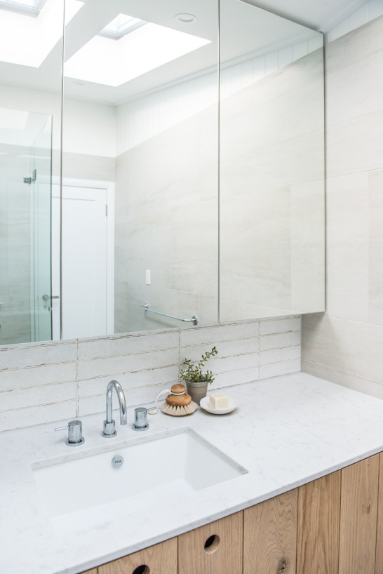 70s-beach-house-renovation-house-nerd-kyal-and-kara-the-block-home -studio-bathroom (45)