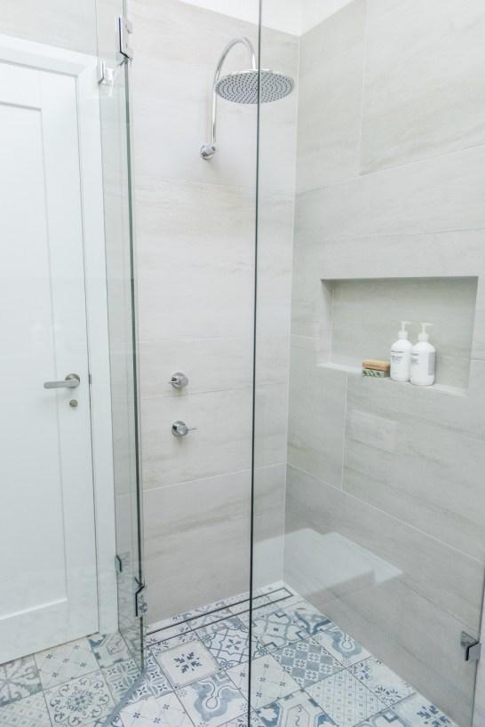 70s-beach-house-renovation-house-nerd-kyal-and-kara-the-block-home -studio-bathroom (8)