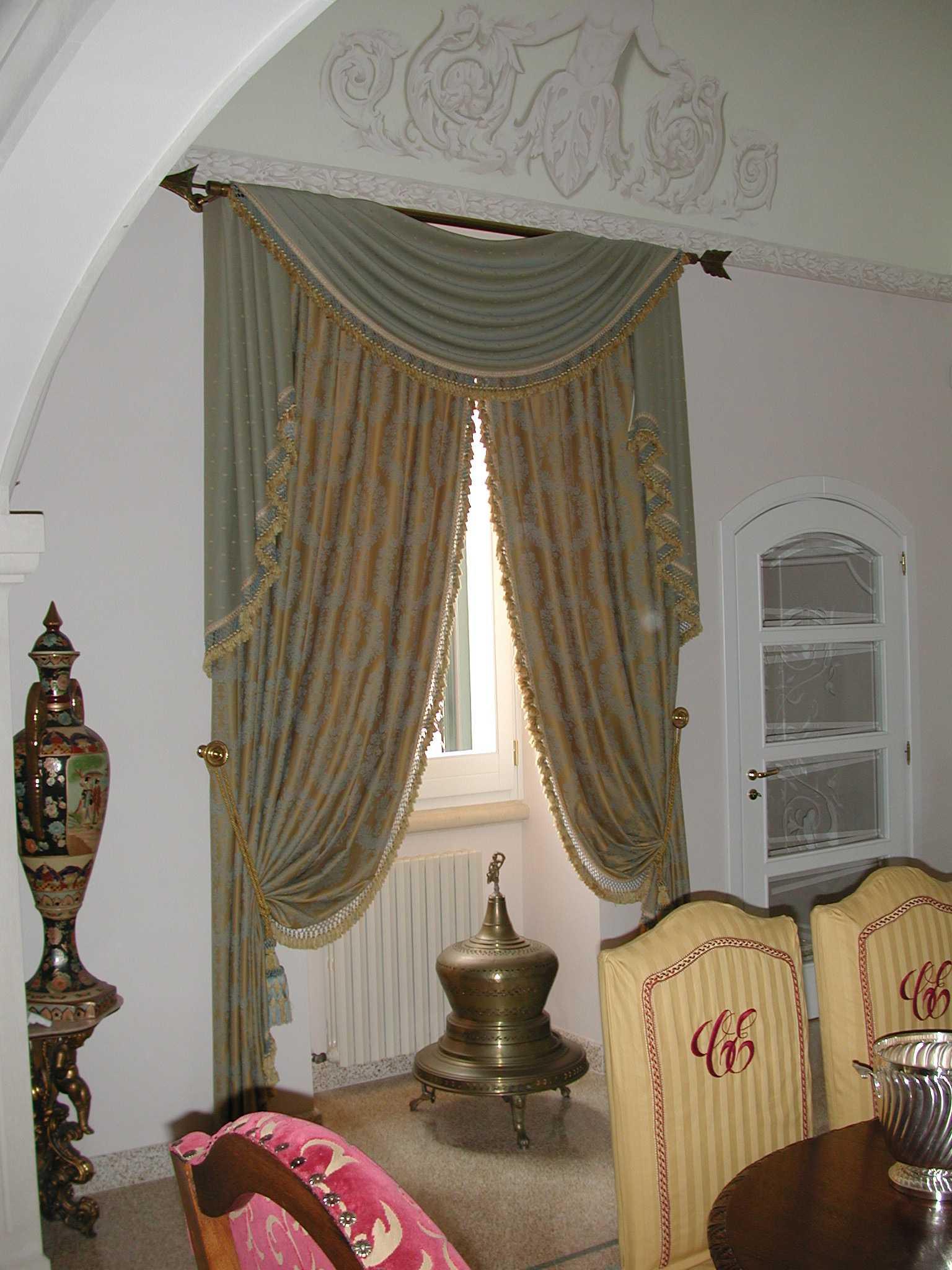 La tenda con mantovana dublino è realizzata in morbido cotone con una decorazione a. Tende Classiche House