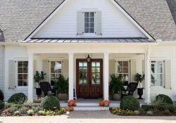 46 Awesome Farmhouse Home Exterior Design Ideas (40)