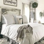 40 Classic Farmhouse Bedroom Design and Decor Ideas That Make Your Home Feel Great (26)