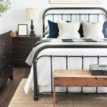 40 Classic Farmhouse Bedroom Design and Decor Ideas That Make Your Home Feel Great (33)