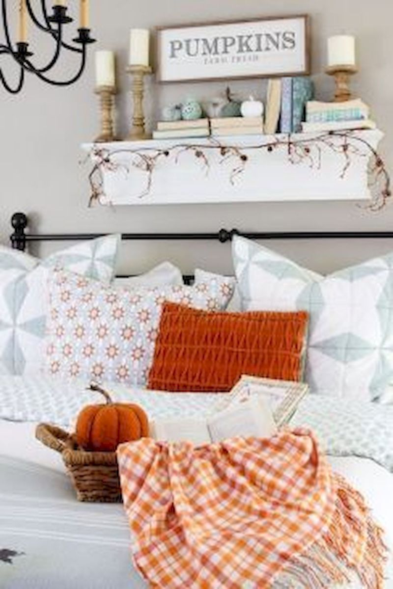 30 Cozy Fall Decoration Ideas For Your Bedroom (10)