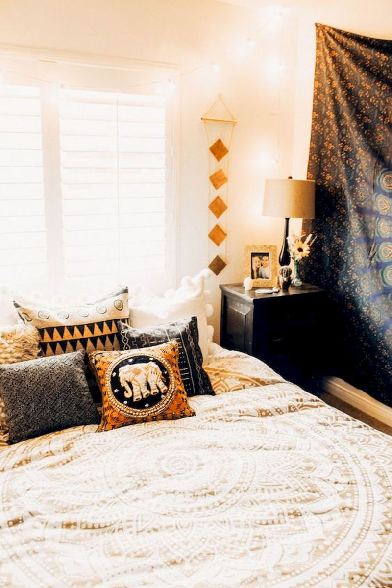 30 Cozy Fall Decoration Ideas For Your Bedroom (7)
