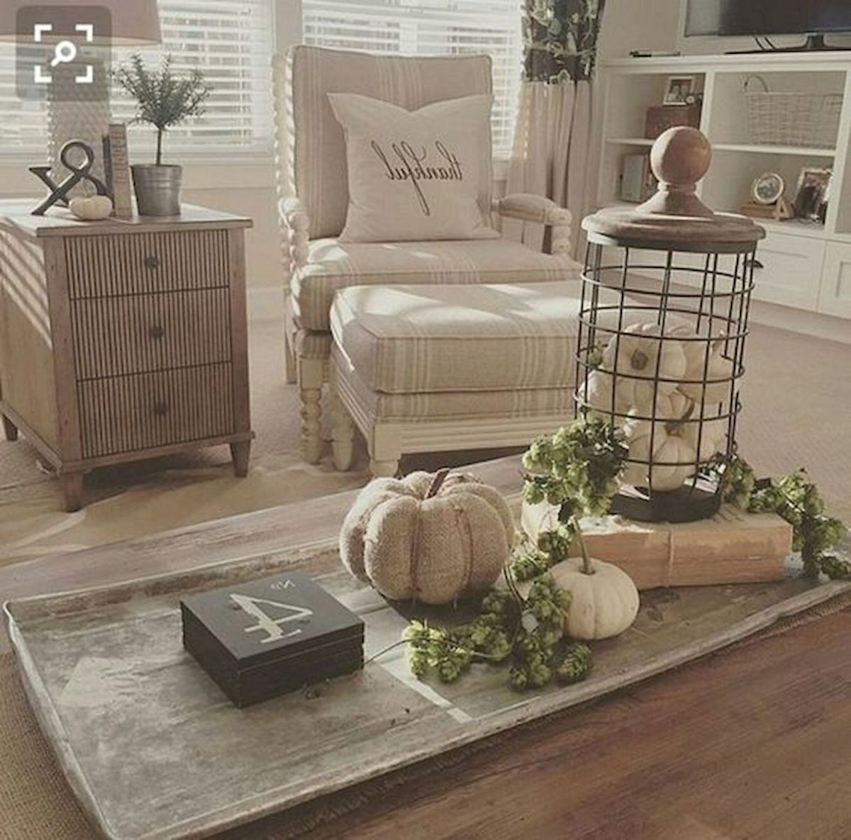 40 Awesome Fall Decoration Ideas For Living Room (37)