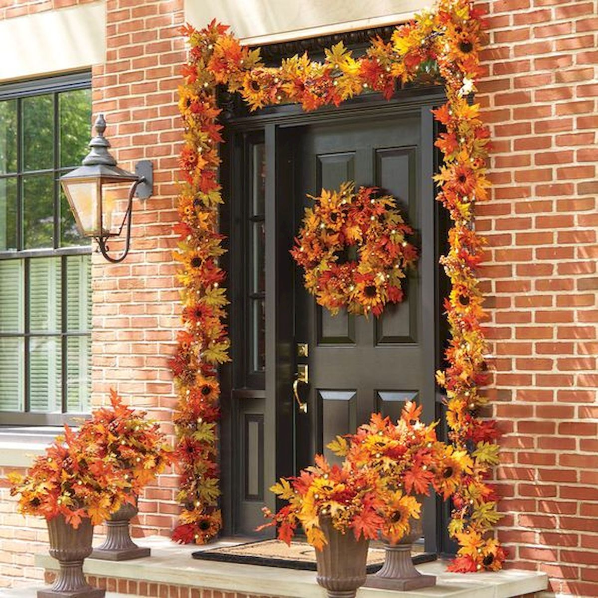 40 Beautiful Fall Front Porch Decorating Ideas That Will Make Your Home Look Amazing (14)