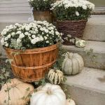40 Beautiful Fall Front Porch Decorating Ideas That Will Make Your Home Look Amazing (18)