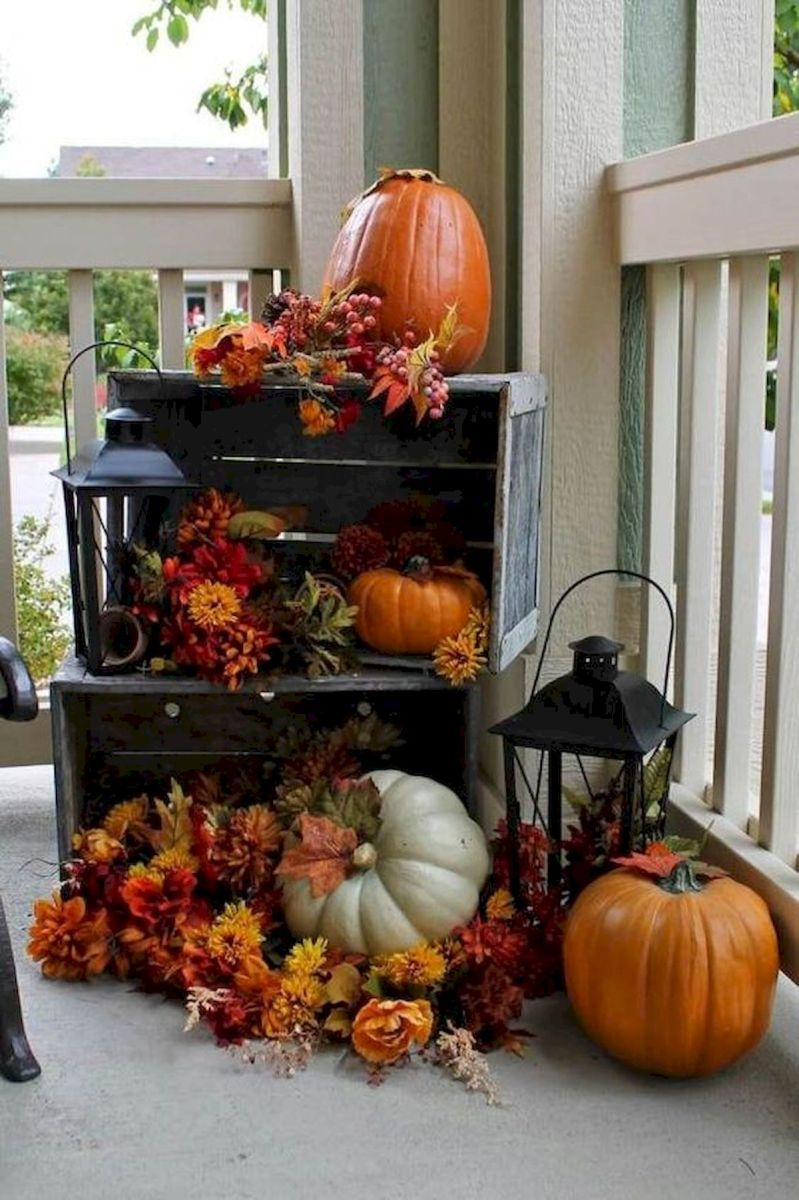 40 Beautiful Fall Front Porch Decorating Ideas That Will Make Your Home Look Amazing (2)