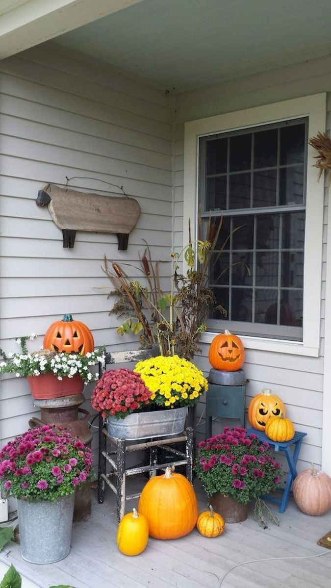 40 Beautiful Fall Front Porch Decorating Ideas That Will Make Your Home Look Amazing (22)