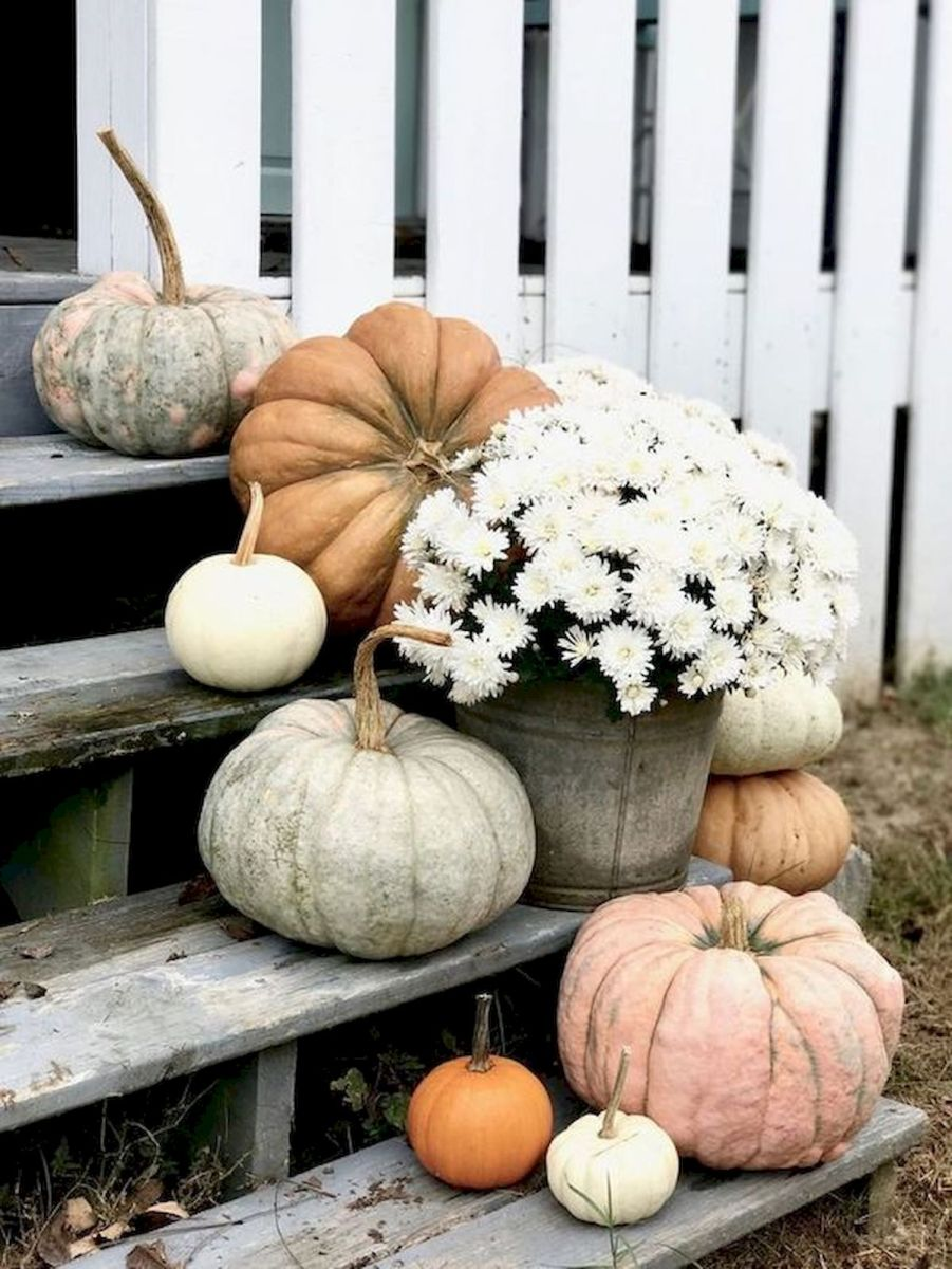 40 Beautiful Fall Front Porch Decorating Ideas That Will Make Your Home Look Amazing (3)
