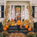 40 Beautiful Fall Front Porch Decorating Ideas That Will Make Your Home Look Amazing (35)