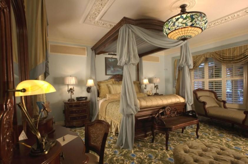 . 23 DIY Steampunk Bedroom Decor Ideas   Designs  Accessories and Art
