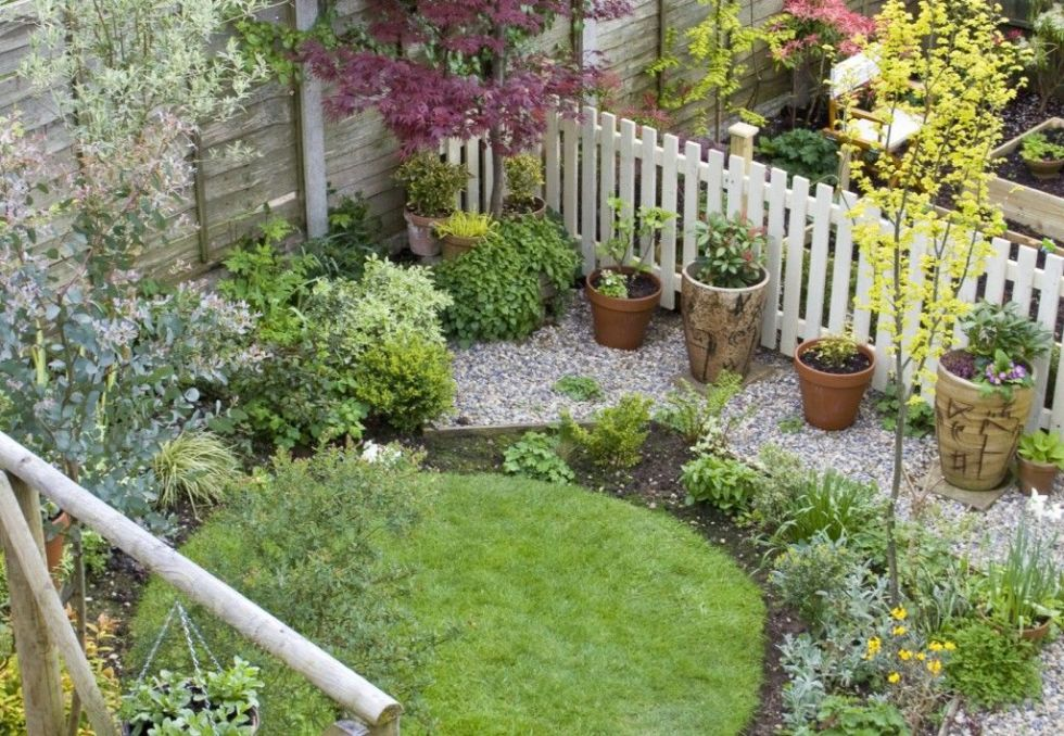 31 Incredible Small Garden Design Ideas on a Budget ... on Patio And Grass Garden Ideas id=42169