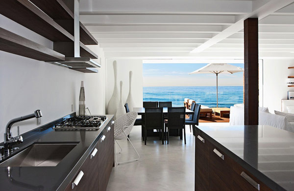 Awesome Contemporary Beach House With Elegant Appearance
