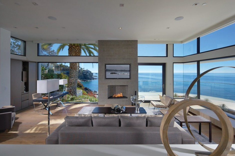 Refreshing Family House Served With Stunning Beach Scenery