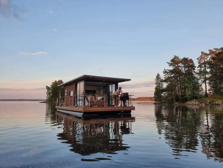 Lohjan Helmi järvellä