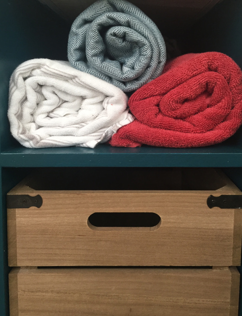 bathroom-makeover-reveal-towels