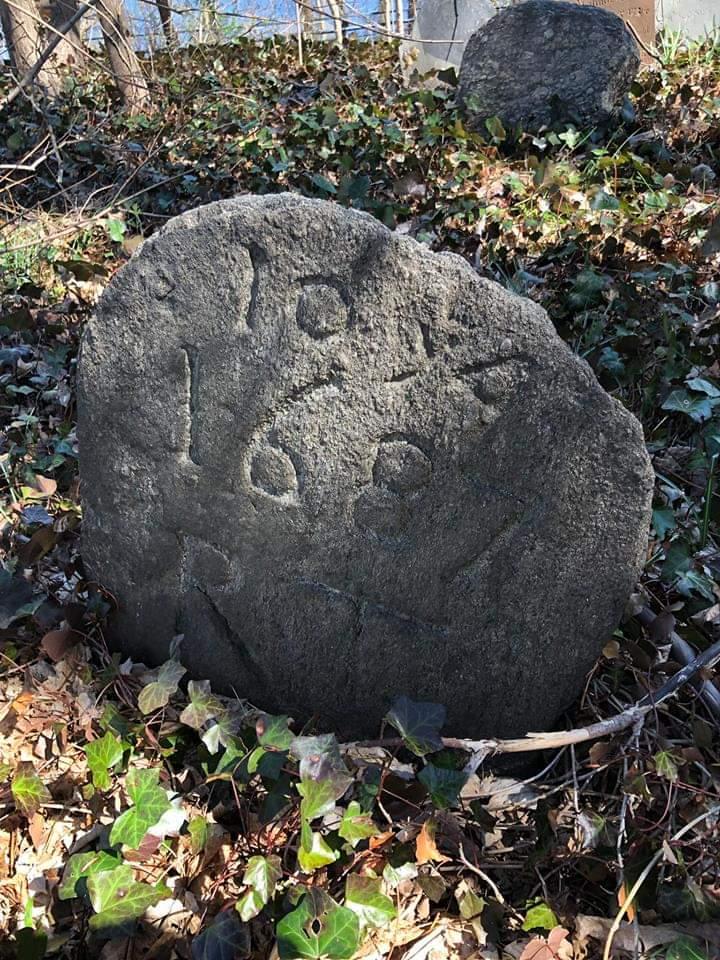 1687 gravestone