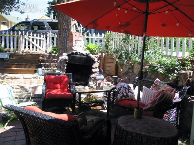 adorable backyard patio