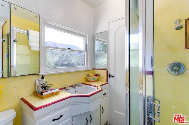 vintage bathroom tile