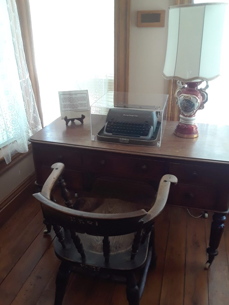 author-Margaret-Laurence's-writing-desk