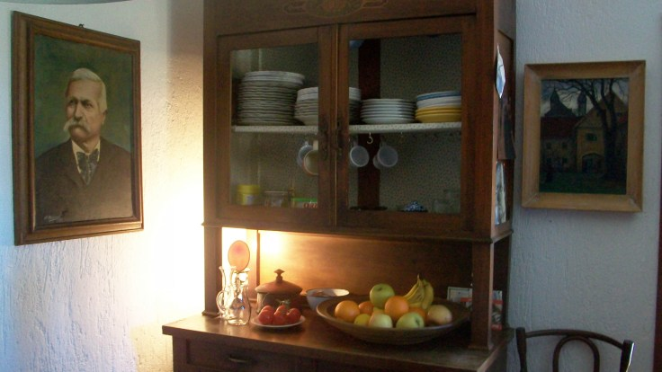 The kitchen was an old design from Ikea and was already in the house so we only bought fridge, cooker and oven.