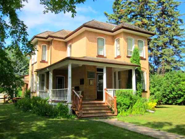 Margaret-Laurence-house-in-Neepawa-Manitoba-Canada