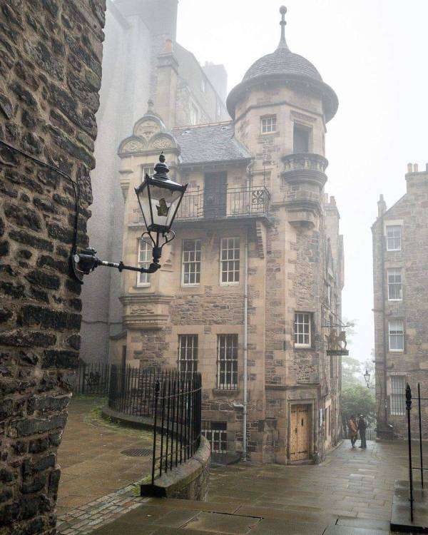 The-Writer's-Museum-in-Edinburgh-Scotland