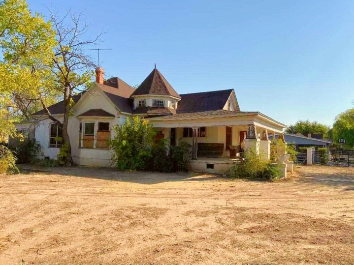 Abandoned historic home in Roswell New Mexico