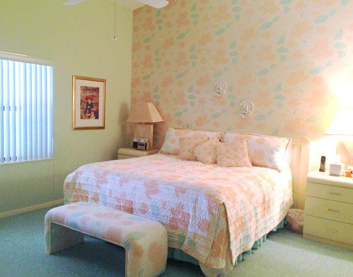 1980's wallpaper in bedroom