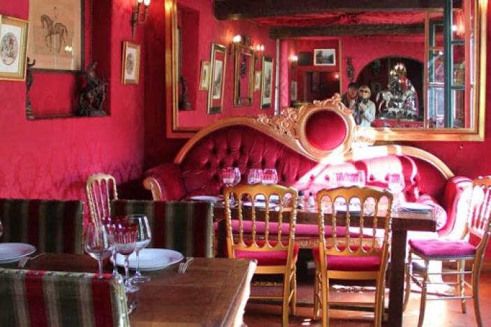 famous Paris café
