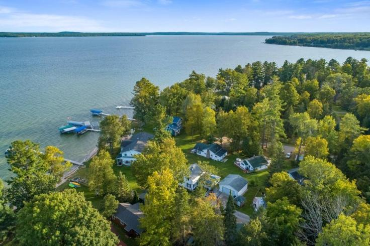 Michigan lakeside cottage for sale