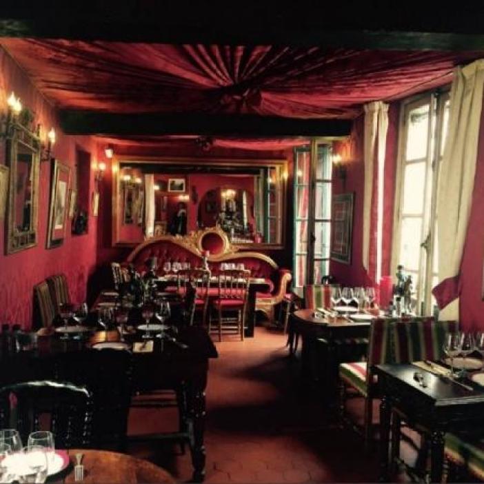 Au Vieux Paris d'Arcole inside