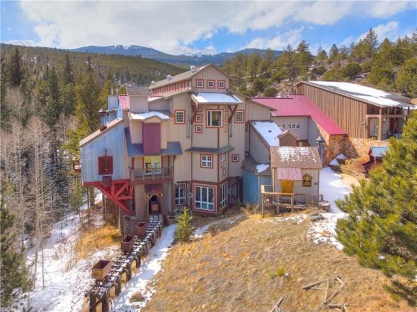 crazy wild west house in Colorado