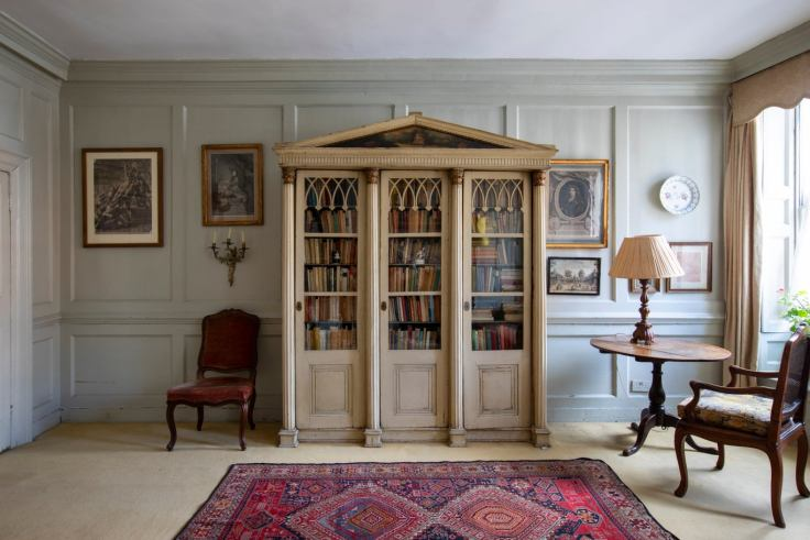 300 year old London High House for sale