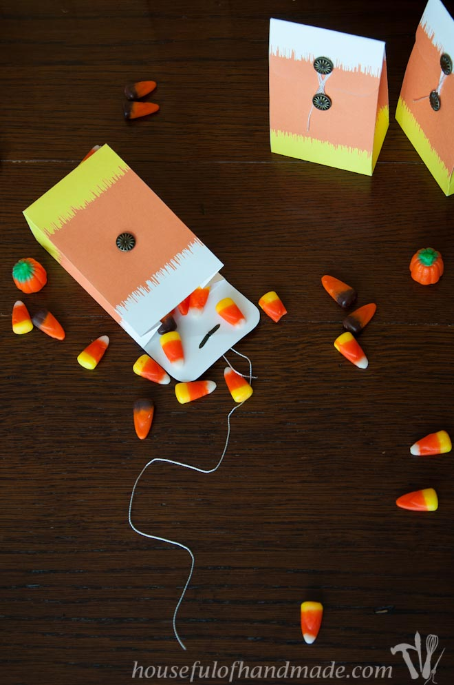 Celebrate fall with these adorable free printable Ikat candy corn treat bags. | HousefulofHandmade.com