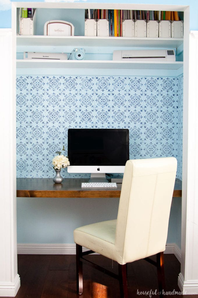 Create a beautiful budget friendly desk option. Learn how to build a desk in a closet for the perfect office space. Housefulofhandmade.com | Closet Office | Desk Build Plans | Free Build Plans | Office Makeover | $100 Room Challenge