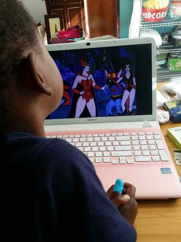 Sir Twizzler watching She-Ra and He-Man while wearing the Thumbow custom thumb tape
