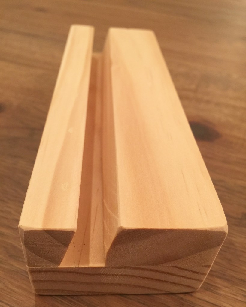 DIY iPad Air wooden stand cut