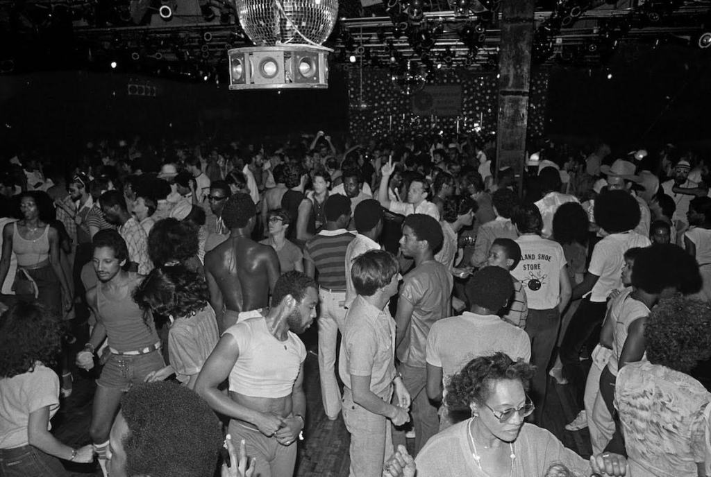 crowd dancing to house music early days