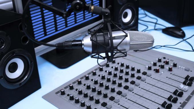 radio desk housemusic1